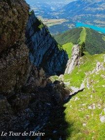 Descente face nord du Pic Pierroux : Un cadeau de la nature que cette vire, qui permet l'accès au beau milieu de cette parois !