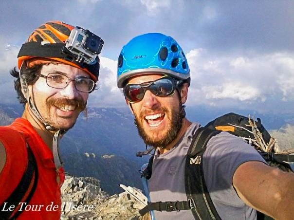 Sommet ! On est heureux d'arriver, à 18h30, au sommet. Maintenant, il faut trouver un coin où bivouaquer !