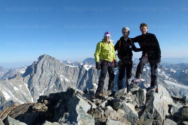 9e-avec-58-votes-juillet-pays-des-ecrins-en-21-jours-vincent-legrand-et-pascal-ferren-deux-alpinistes-confirmes-grimpent-15-sommets-des-ecrins-dans-le-but-est-de-sensibiliser-a-l-impact-du-rechauffement-climatique-photo-damien-delaye-1451419001