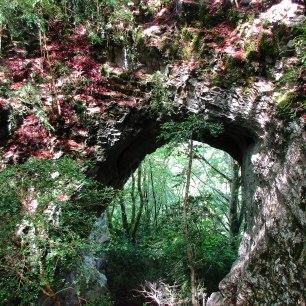 Le trou du diable ! une magnifique arche naturelle, sous laquelle passe le sentier...