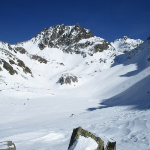 Deuxième remontée, dans une neige collante... sous un soleil bien trop chaud pour un mois de février !!