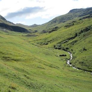 Les magnifiques vallées des grandes rousses, balafrées par les routes des cols...