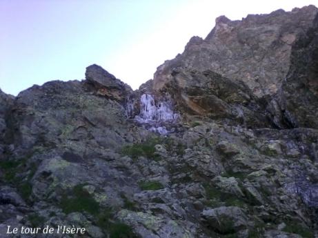 Ce matin de 14 juillet, il fait vraiment froid. On se retrouve à grimper à la cime d'Orgières au milieu des cascades de glace !